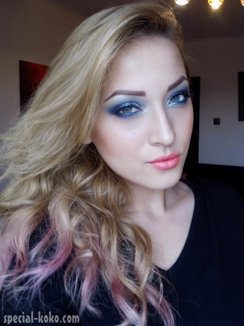 Holiday Make Up 1 Angel Eyes Outfit Special Koko