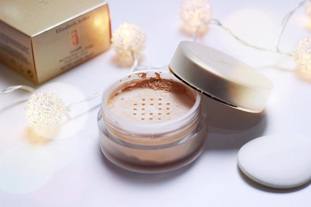 Favoritele lunii Noiembrie Elizabeth Arden Ceramide Skin Smoothing Loose Powder